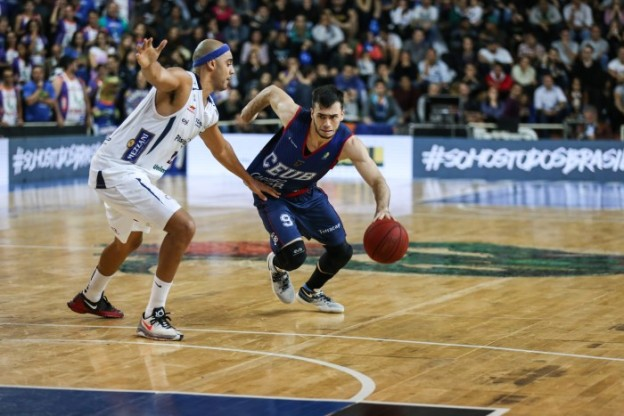 Deryk sofreu com a defesa de Bauru na série (Foto: Caio Casagrande/BauruBasket)